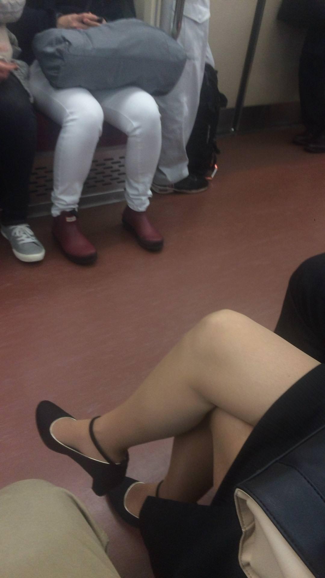 お姉さんが履くストッキングは黒とベージュどっちが好き?????? 2PsPwuB