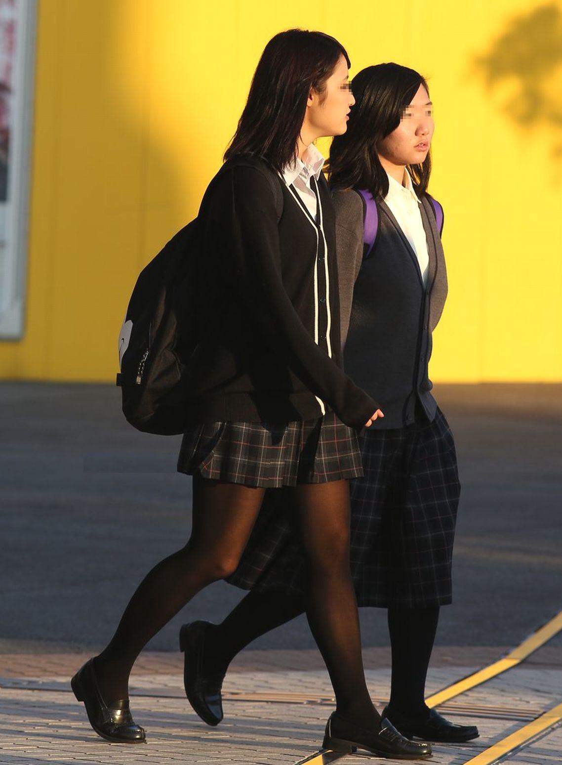 女子高生の靴下大好きソックスフェチ画像wwwwwwwwww 3Ceye1G