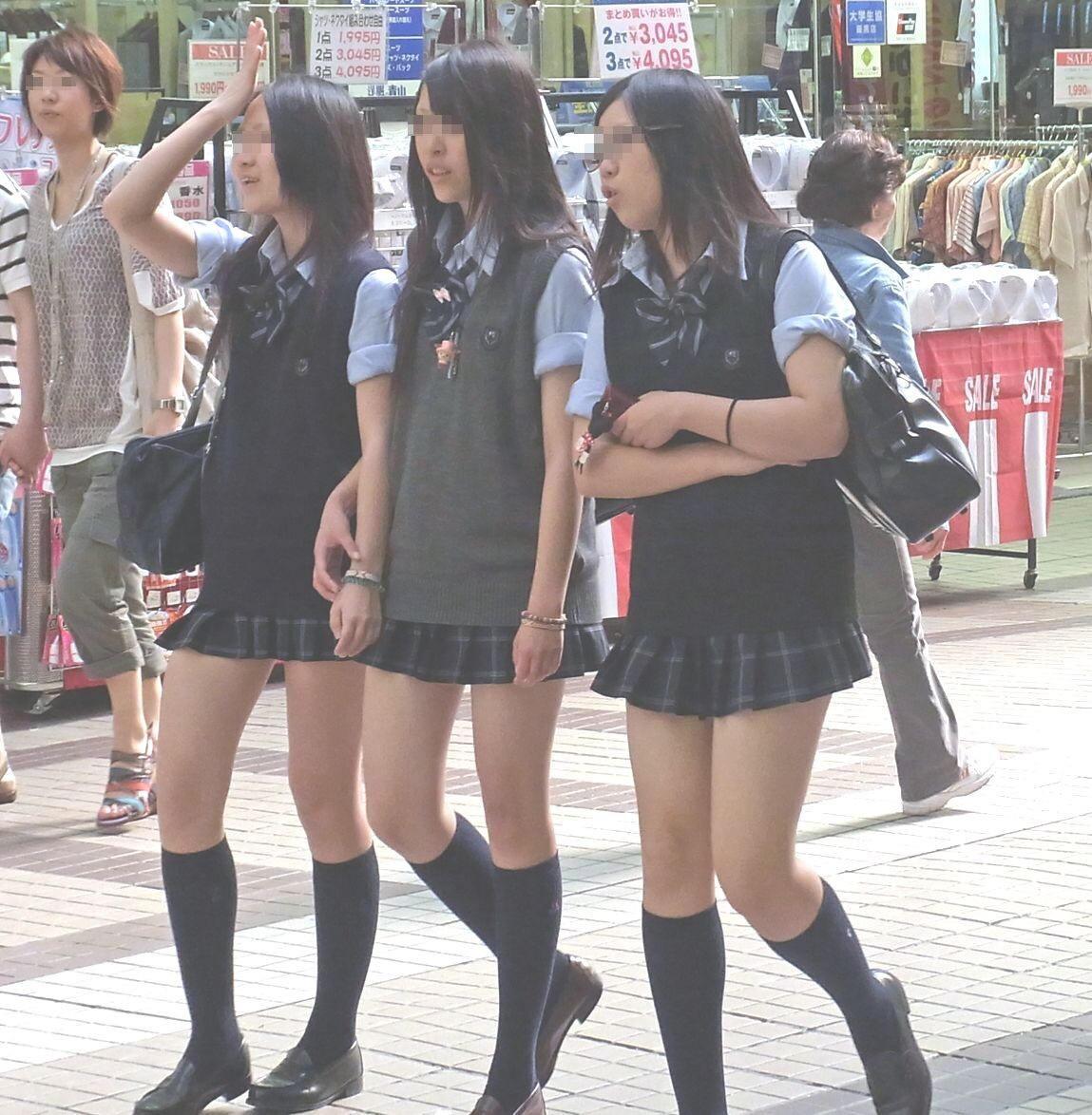 澄ました顔してエッチな制服来て彷徨くJK画像wwwwwwwww 3bzaRN6