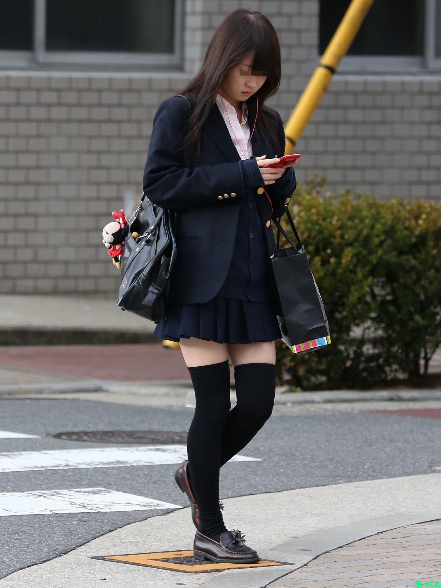 女子高生の靴下大好きソックスフェチ画像wwwwwwwwww AjSHmzY