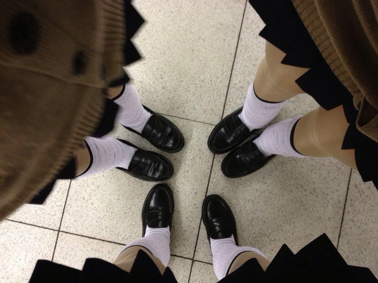 女子高生の靴下大好きソックスフェチ画像wwwwwwwwww EPzaDCU