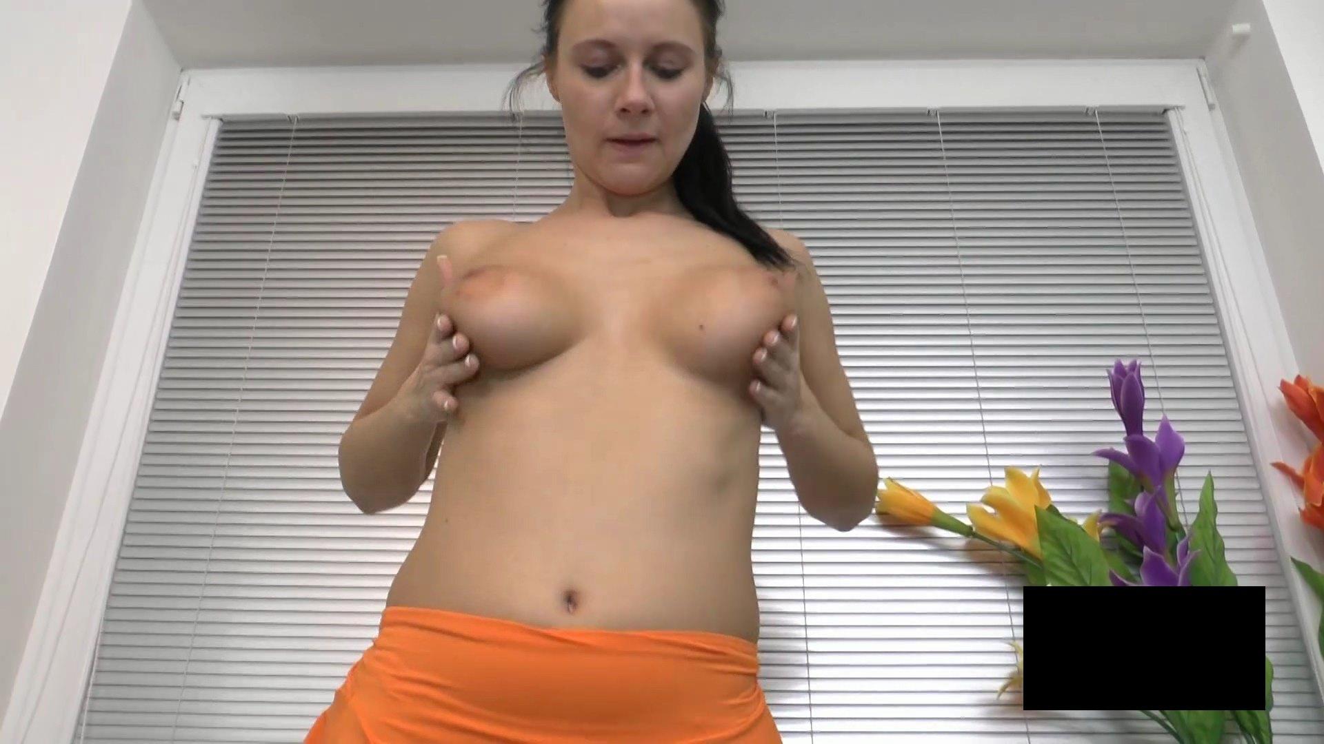 脂肪たっぷりの東欧熟女の脱衣ヌード画像貼ってくwwwwwwwww Mpvc80f