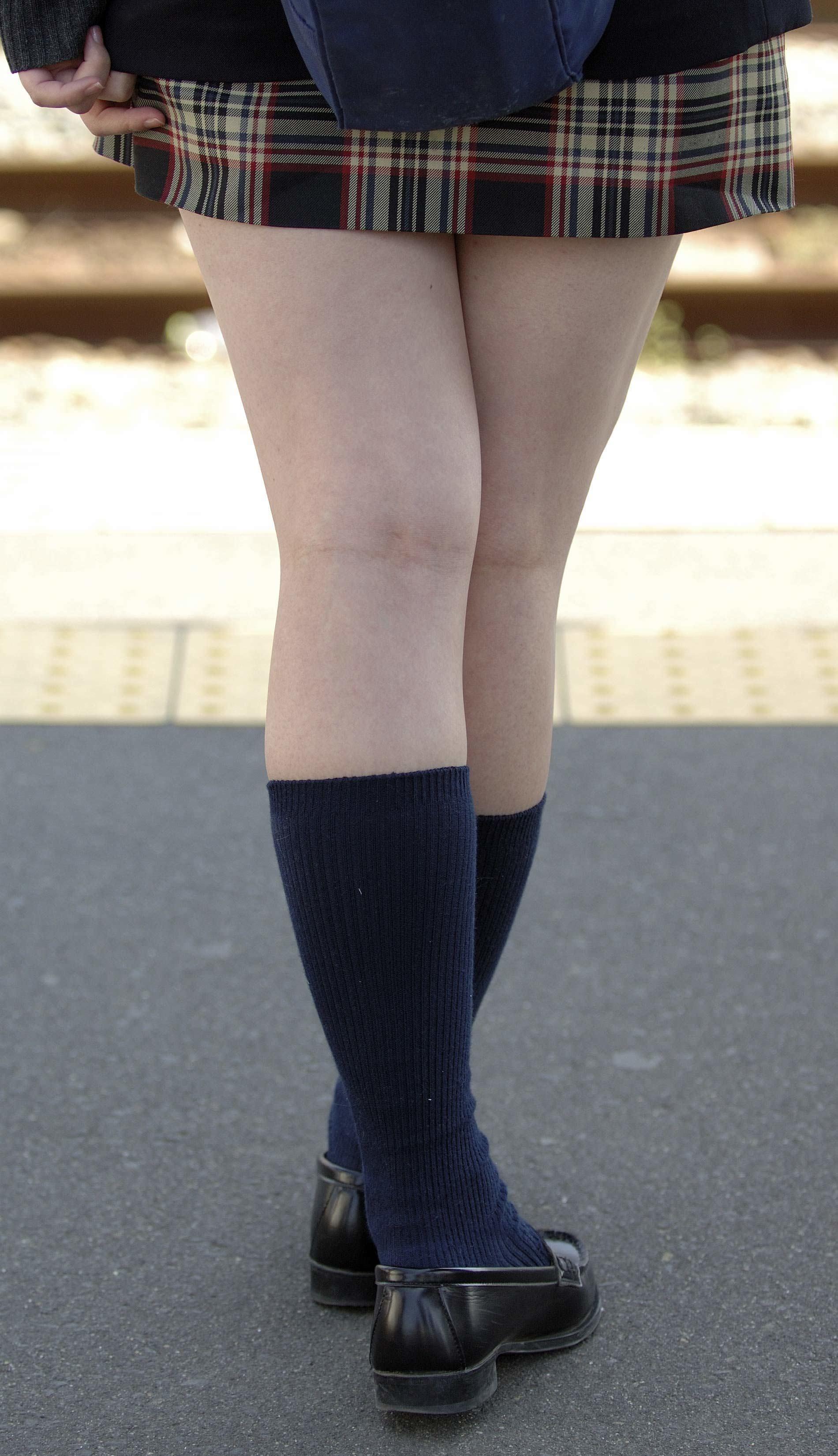 女子高生の靴下大好きソックスフェチ画像wwwwwwwwww NPVP5XJ