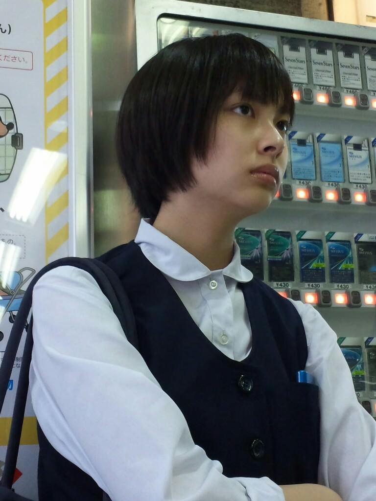 澄ました顔してエッチな制服来て彷徨くJK画像wwwwwwwww OW6Dlg3
