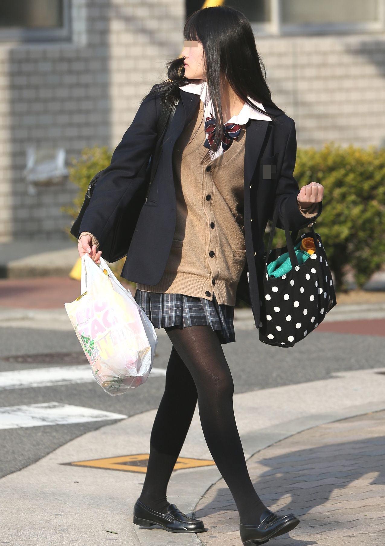 女子高生の靴下大好きソックスフェチ画像wwwwwwwwww l1a31qm