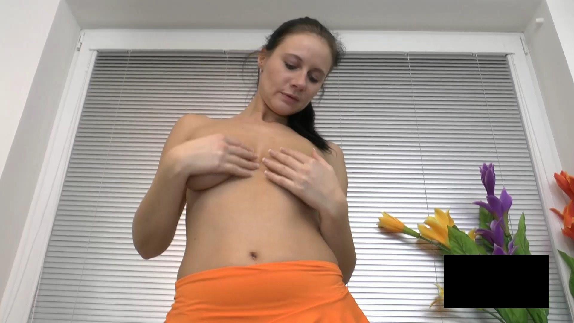 脂肪たっぷりの東欧熟女の脱衣ヌード画像貼ってくwwwwwwwww oGjPdaf