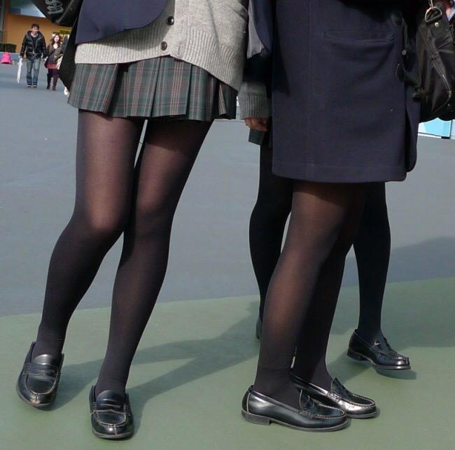 女子高生の靴下大好きソックスフェチ画像wwwwwwwwww sYnUdYS