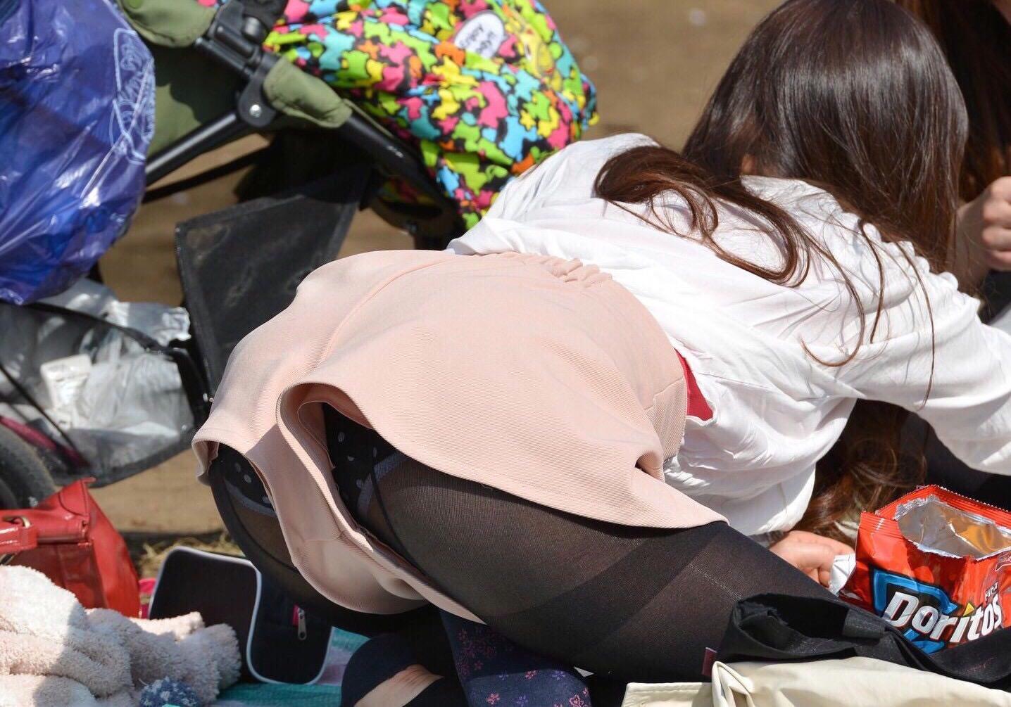 お姉さんが履くストッキングは黒とベージュどっちが好き?????? zb1NfEv