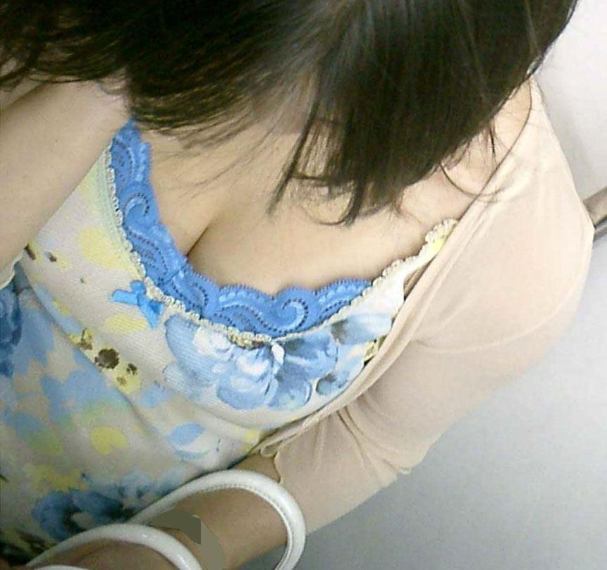 これからの時期胸チラおっぱい見放題www素人の柔らかそうな乳房にテント不可避www 01136