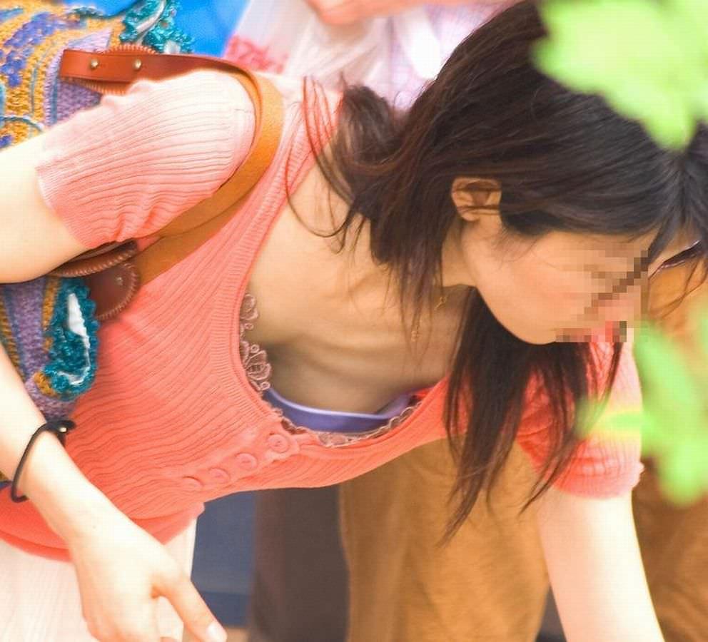 これからの時期胸チラおっぱい見放題www素人の柔らかそうな乳房にテント不可避www 01138
