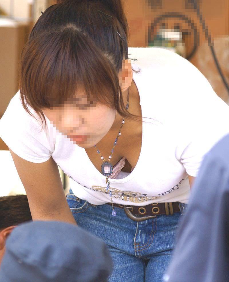 これからの時期胸チラおっぱい見放題www素人の柔らかそうな乳房にテント不可避www 01139