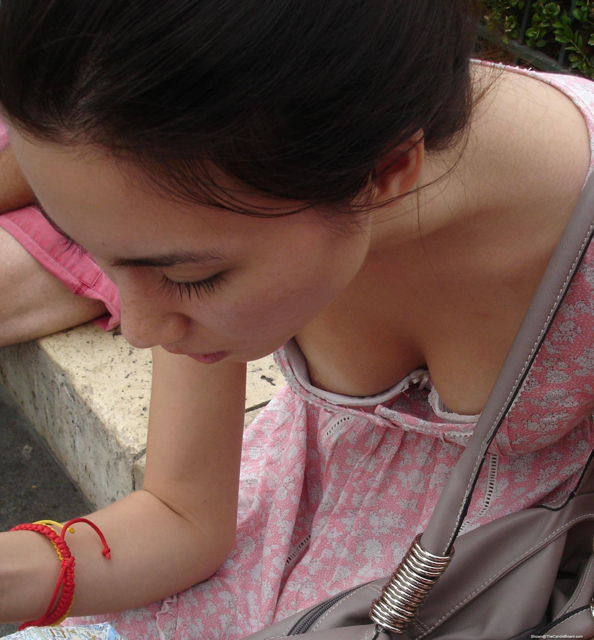 これからの時期胸チラおっぱい見放題www素人の柔らかそうな乳房にテント不可避www 01146