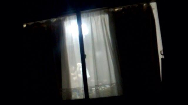 女性の一人暮らしをガチ覗き!!!下着姿で生着替えがエロいっすwww 1105