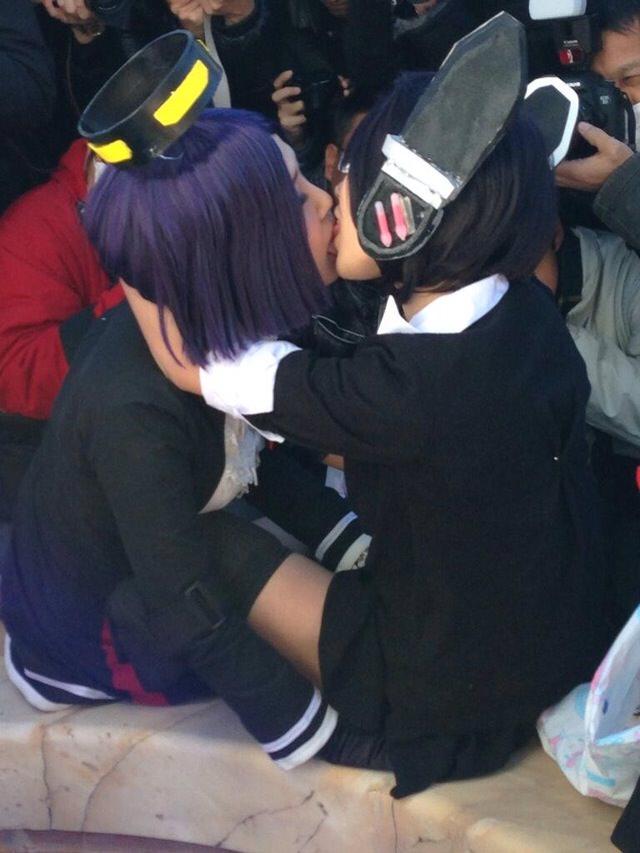 可愛い女の子がお口とお口でキスしてる!!!レズキス画像wwww 1126