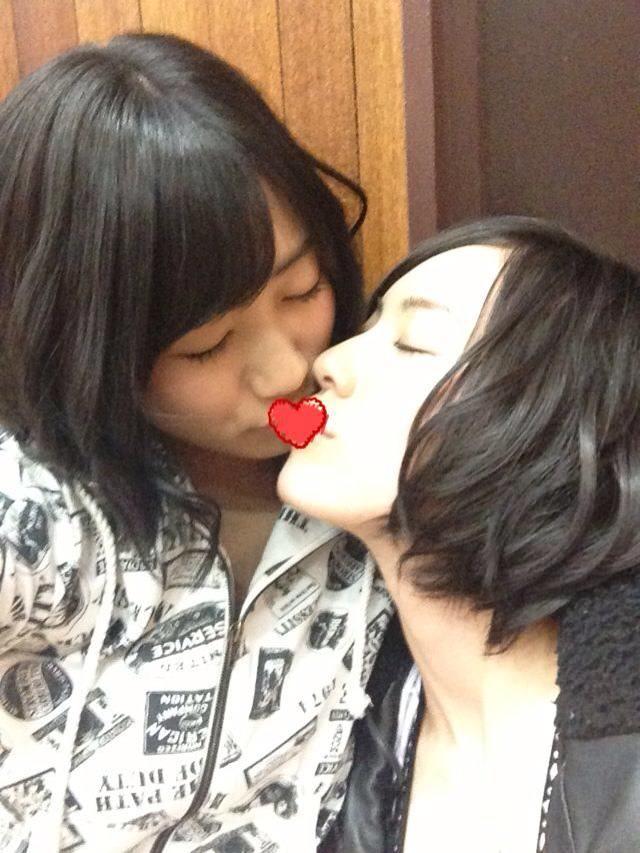 可愛い女の子がお口とお口でキスしてる!!!レズキス画像wwww 1129