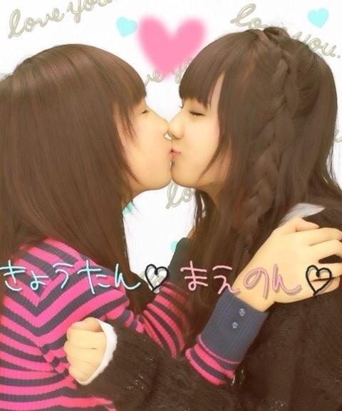 可愛い女の子がお口とお口でキスしてる!!!レズキス画像wwww 1130