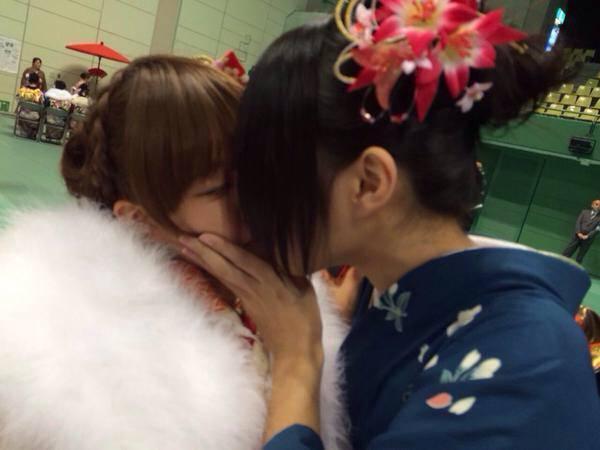 可愛い女の子がお口とお口でキスしてる!!!レズキス画像wwww 1132
