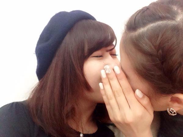 可愛い女の子がお口とお口でキスしてる!!!レズキス画像wwww 1133