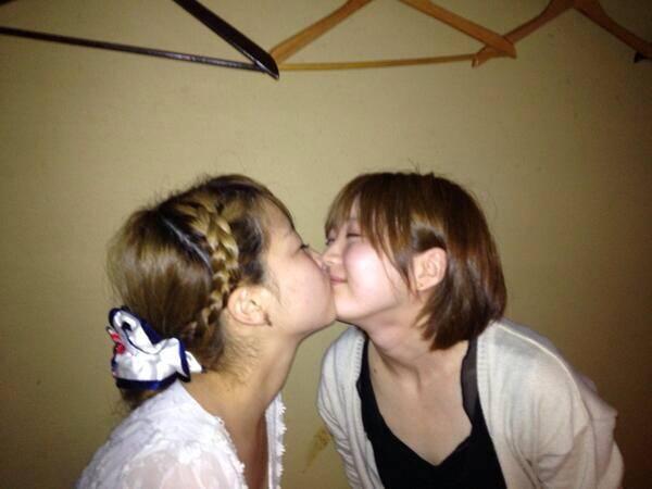 可愛い女の子がお口とお口でキスしてる!!!レズキス画像wwww 1135
