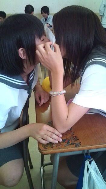可愛い女の子がお口とお口でキスしてる!!!レズキス画像wwww 1141