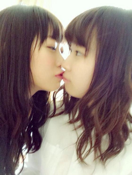 可愛い女の子がお口とお口でキスしてる!!!レズキス画像wwww 1142