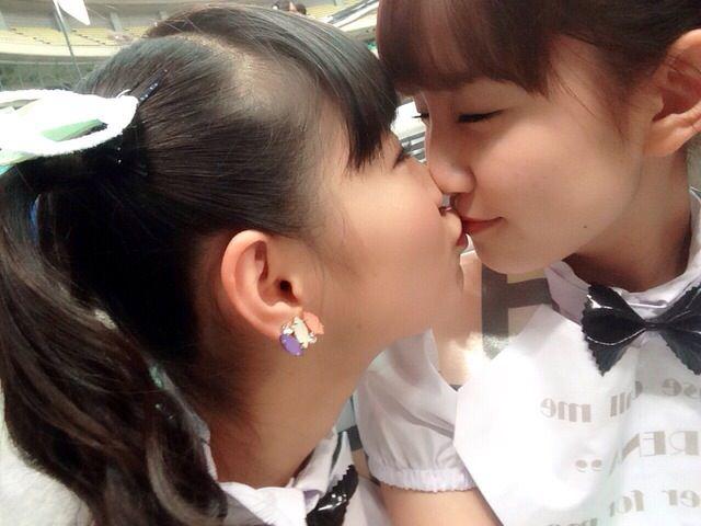 可愛い女の子がお口とお口でキスしてる!!!レズキス画像wwww 1145