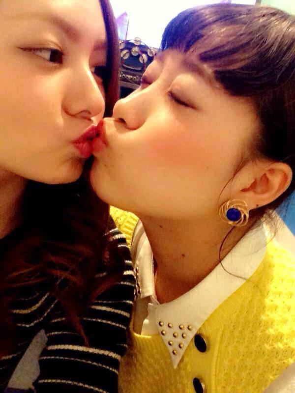 可愛い女の子がお口とお口でキスしてる!!!レズキス画像wwww 1147