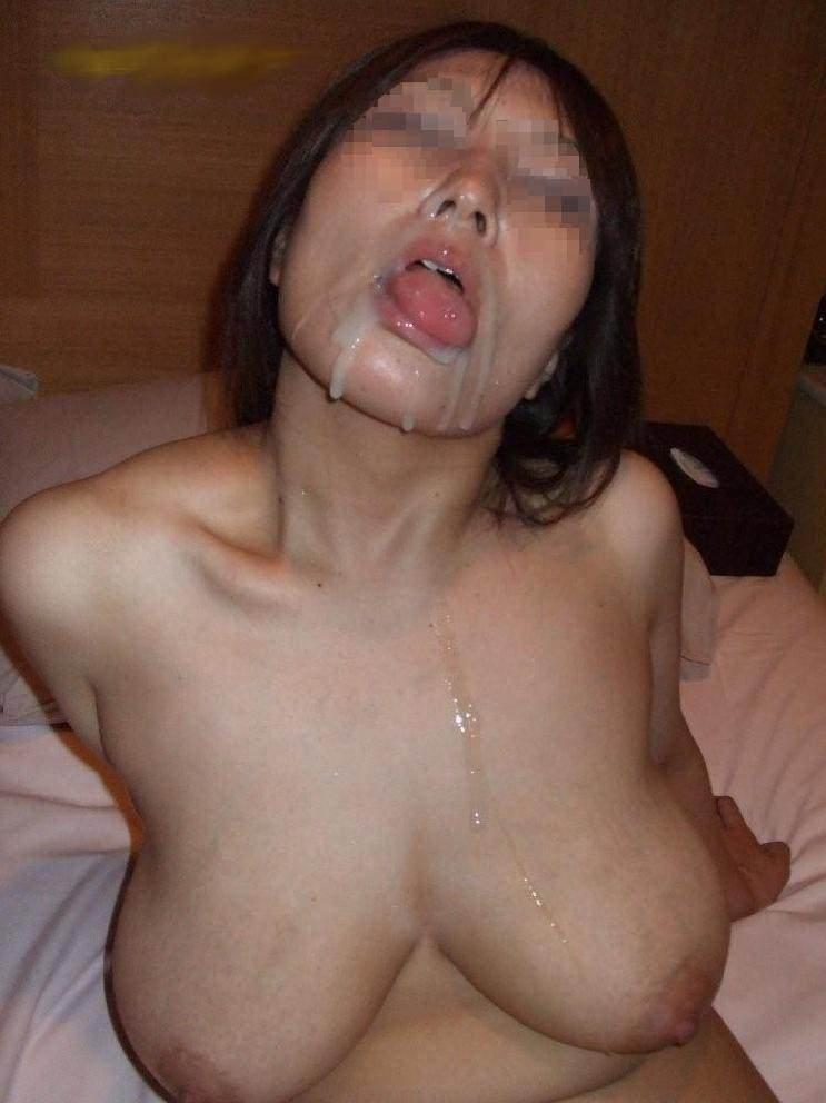 何も言わずに突然発射!!!フェラする彼女のお口に大量ザーメンwww 1430
