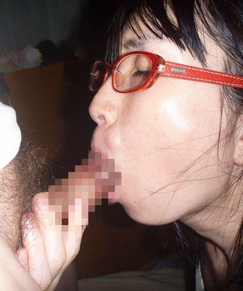 メガネが可愛い彼女にフェラさせて、容赦ない顔射炸裂だぁ―wwwwwwww 16100