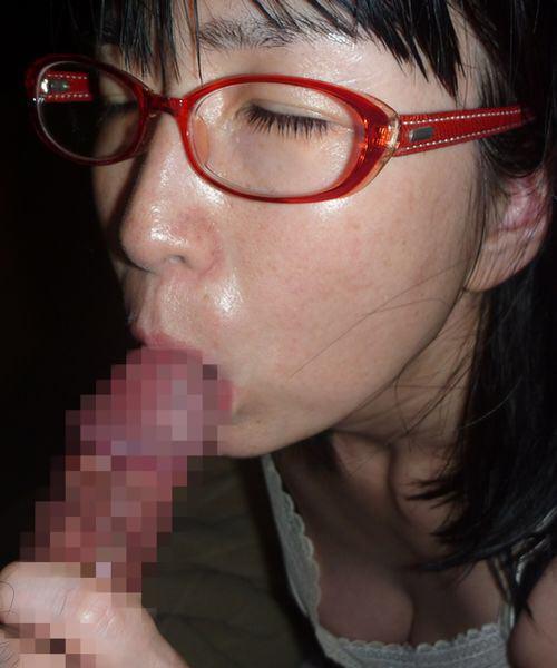 メガネが可愛い彼女にフェラさせて、容赦ない顔射炸裂だぁ―wwwwwwww 16101