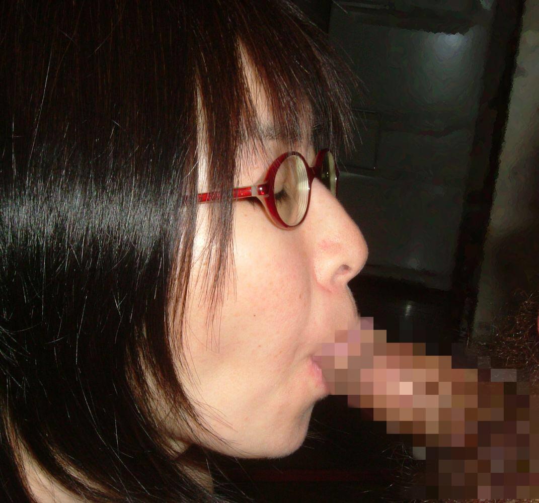 メガネが可愛い彼女にフェラさせて、容赦ない顔射炸裂だぁ―wwwwwwww 16105