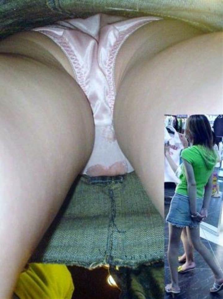 OLや女子大生の私服のスカートの中をパシャリ!!!逆さパンチラのエロさは異常www 21101
