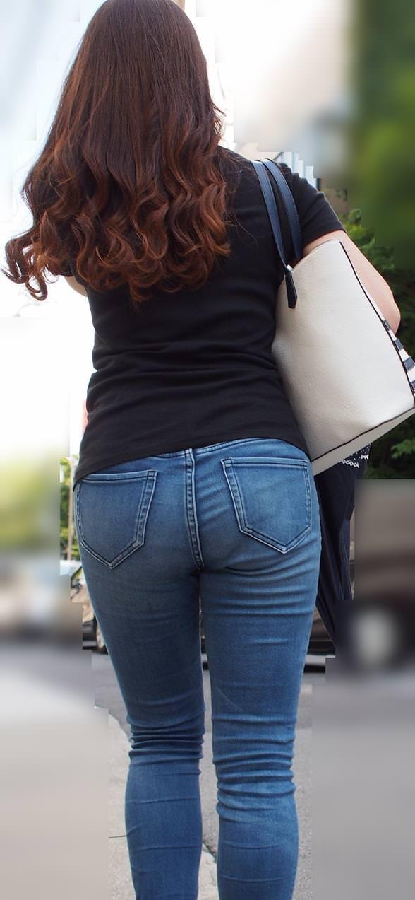 デニムを履いたお姉さんのお尻のエロさは異常www素人街撮り画像www 21159