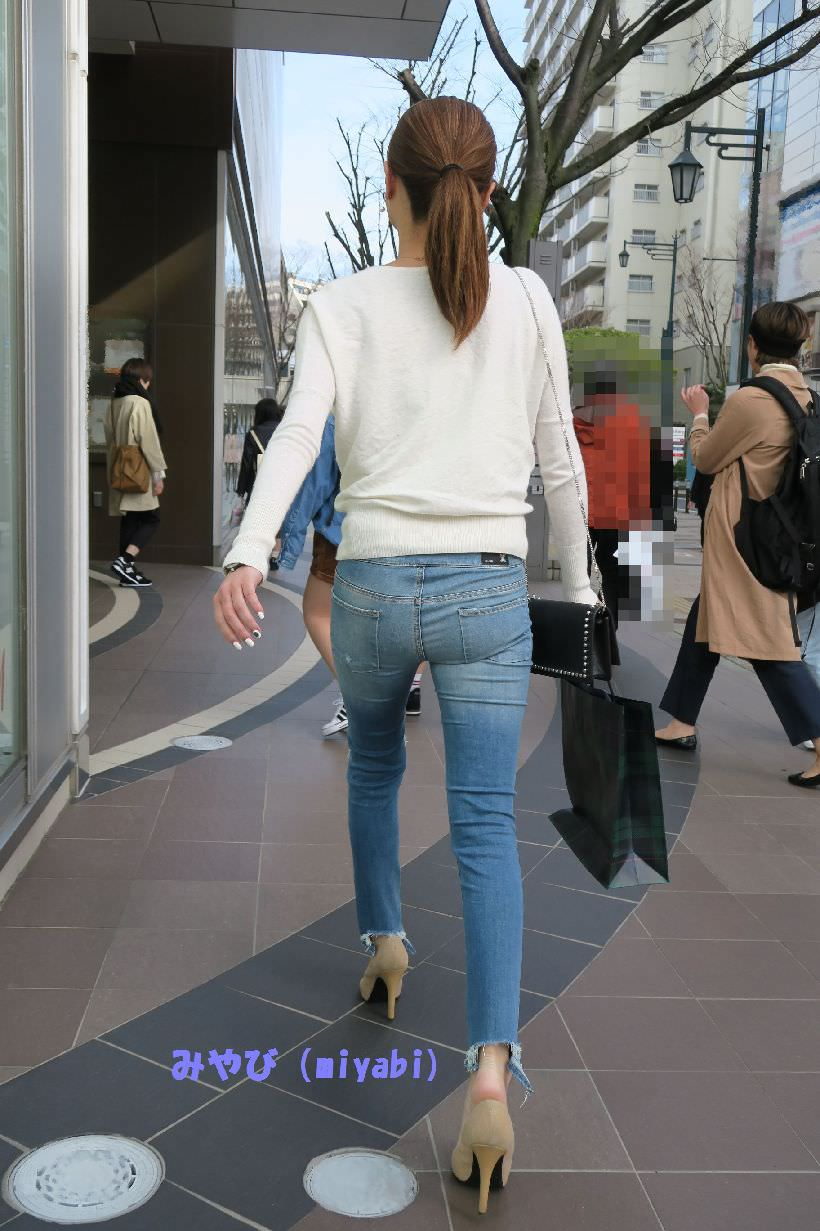 デニムを履いたお姉さんのお尻のエロさは異常www素人街撮り画像www 21160