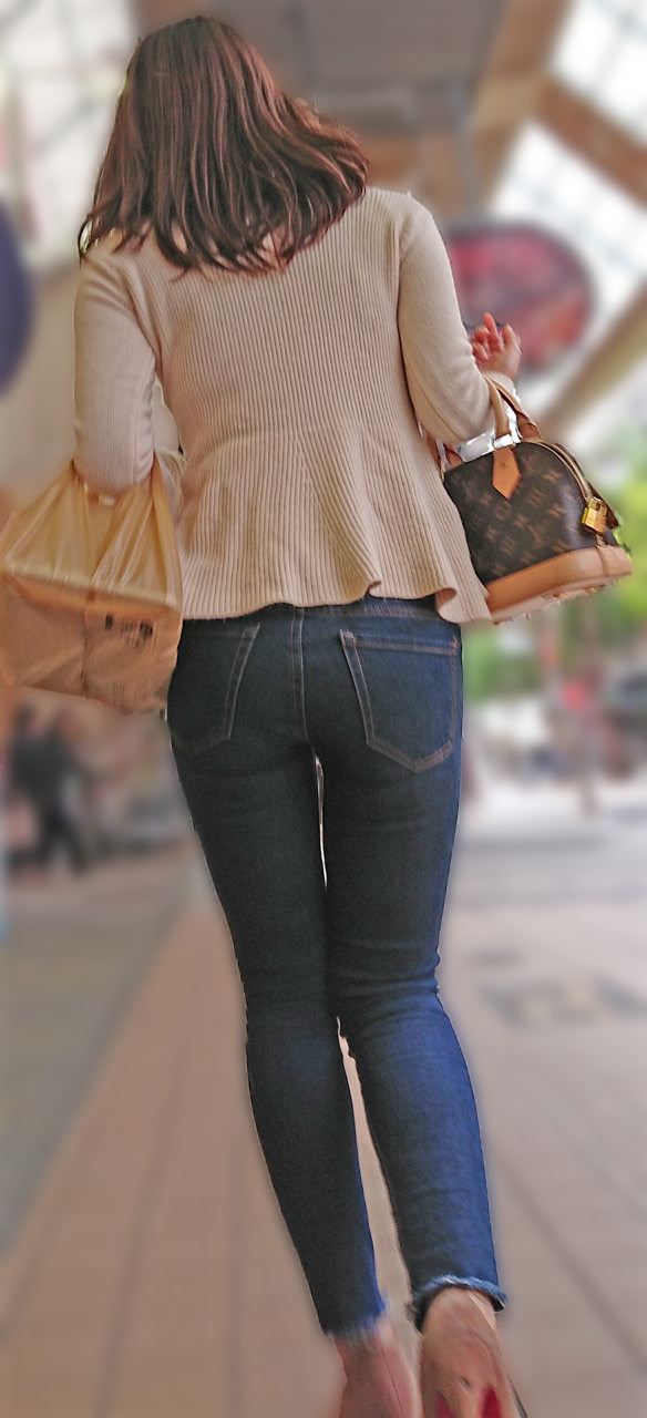 デニムを履いたお姉さんのお尻のエロさは異常www素人街撮り画像www 21161