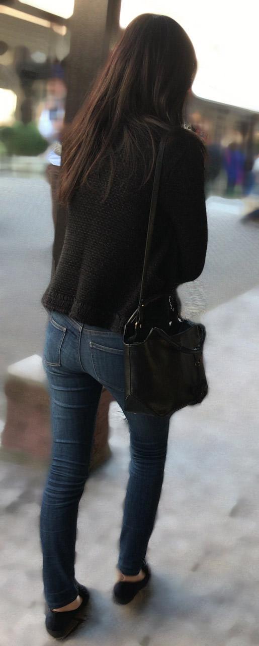 デニムを履いたお姉さんのお尻のエロさは異常www素人街撮り画像www 21162