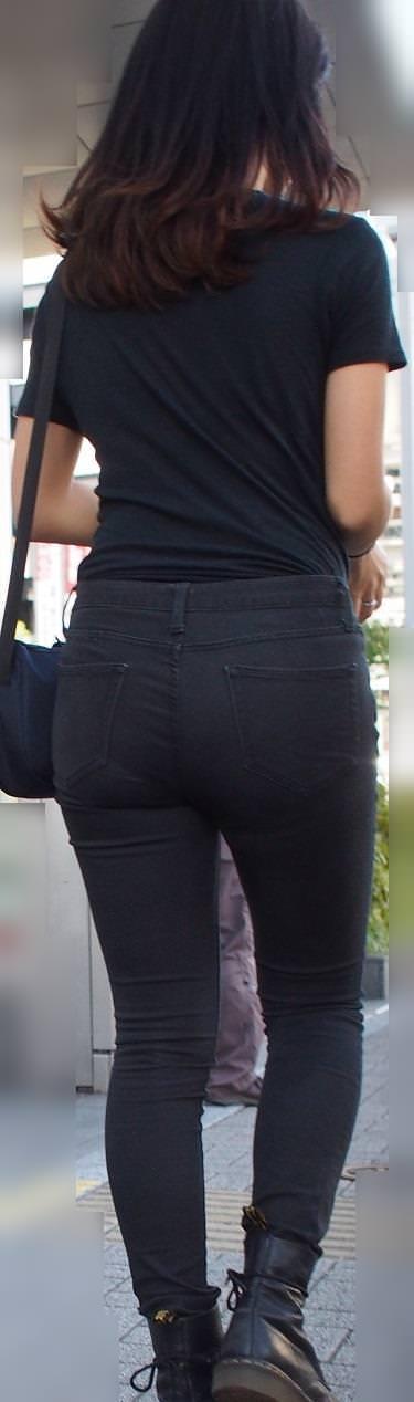 デニムを履いたお姉さんのお尻のエロさは異常www素人街撮り画像www 21163