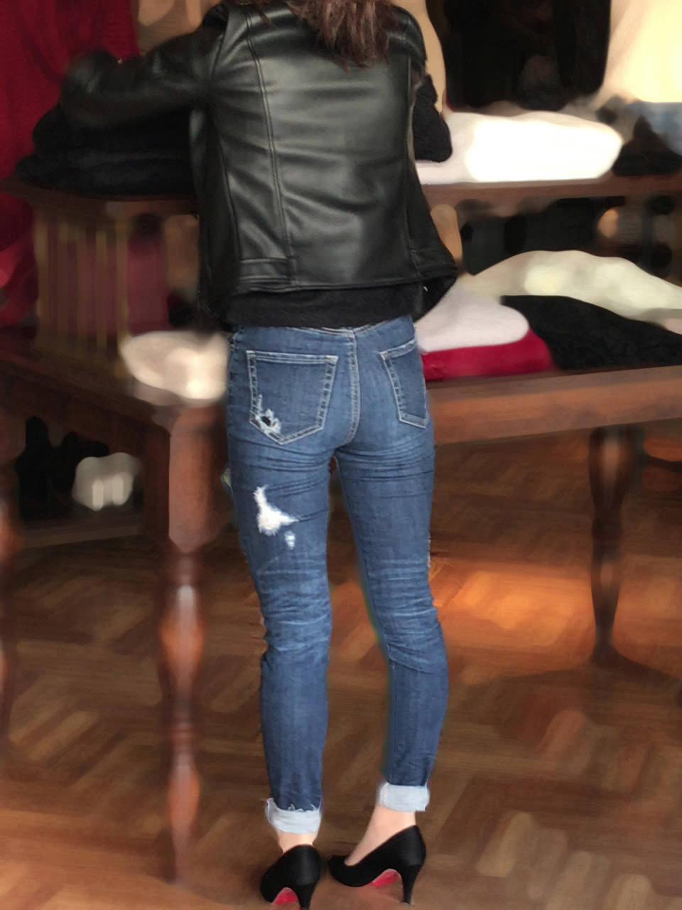 デニムを履いたお姉さんのお尻のエロさは異常www素人街撮り画像www 21168