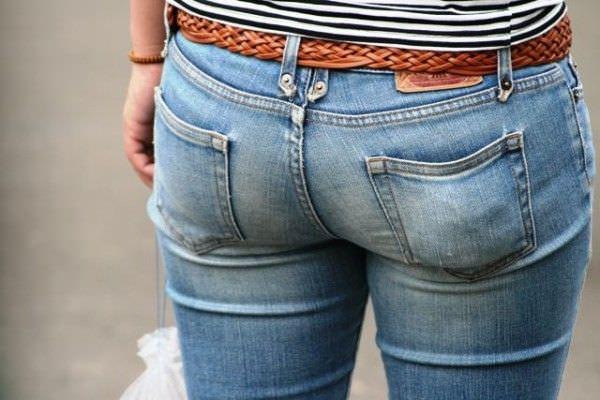 デニムを履いたお姉さんのお尻のエロさは異常www素人街撮り画像www 21173