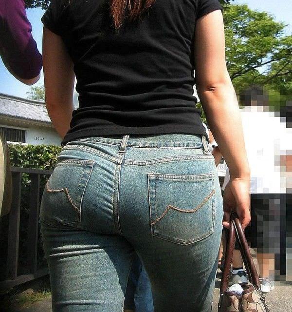 デニムを履いたお姉さんのお尻のエロさは異常www素人街撮り画像www 21179