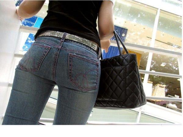 デニムを履いたお姉さんのお尻のエロさは異常www素人街撮り画像www 21181