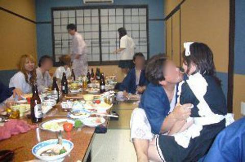 スケベコンパニオンと最高に楽しいエッチな宴会で記念撮影wwww 21207