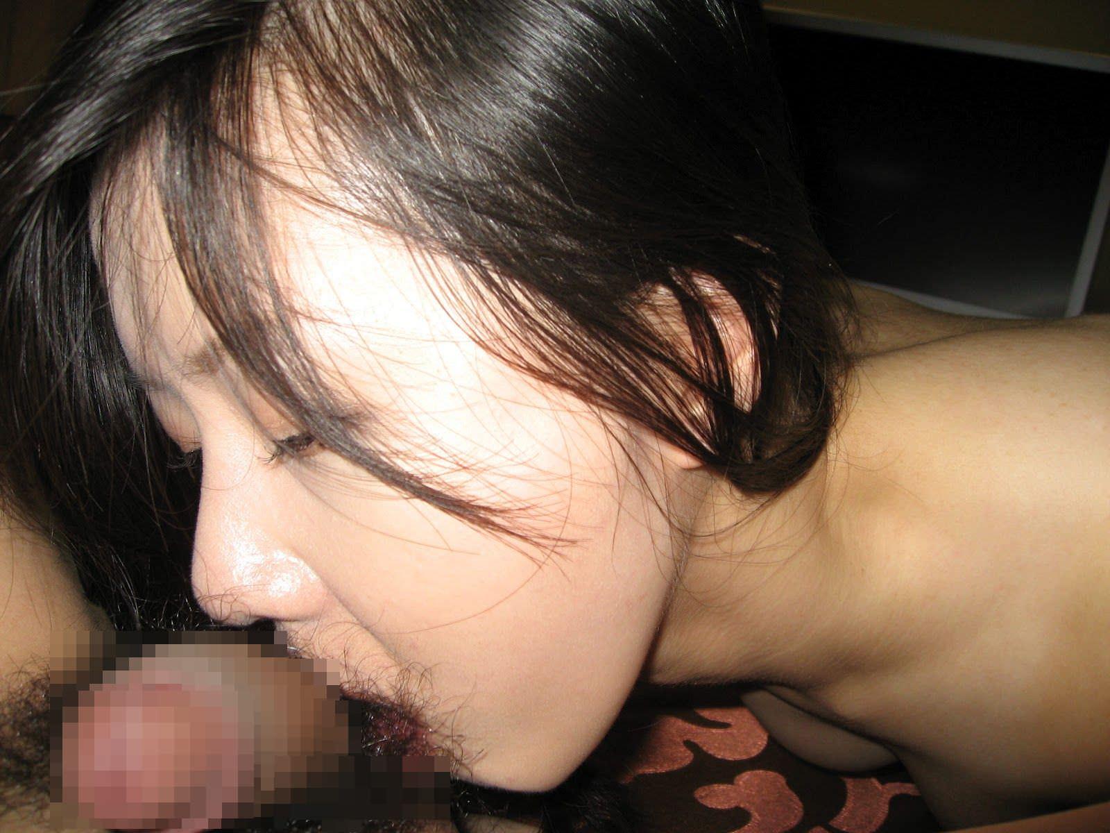 卓越した技術でザーメンを搾り取る人妻のフェラチオ画像 21287