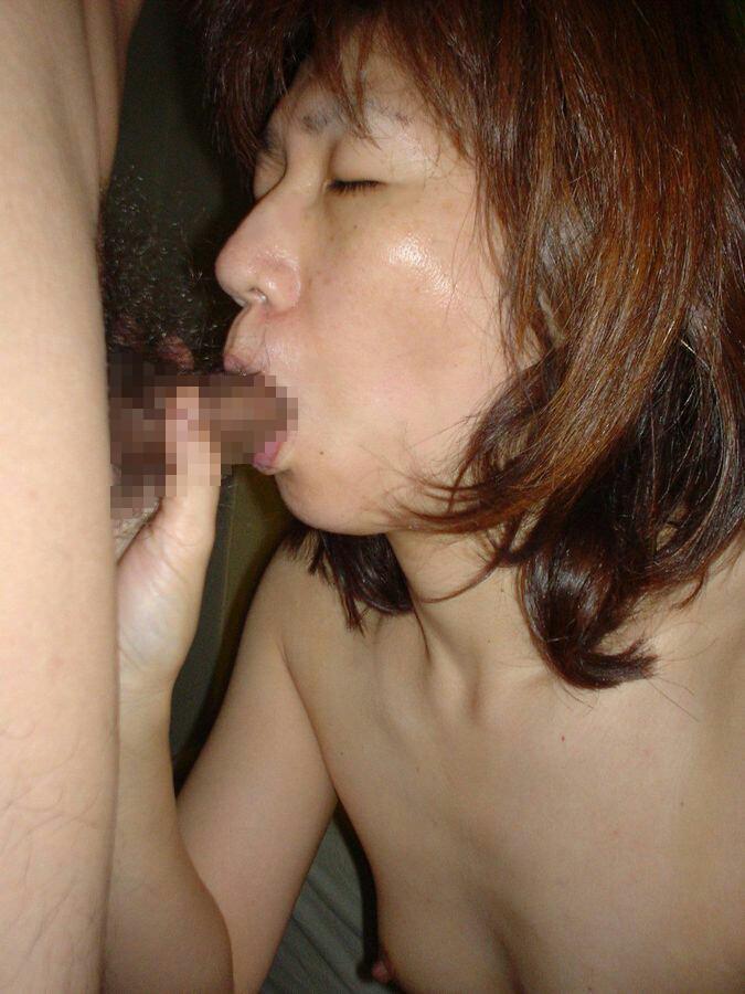 卓越した技術でザーメンを搾り取る人妻のフェラチオ画像 21305
