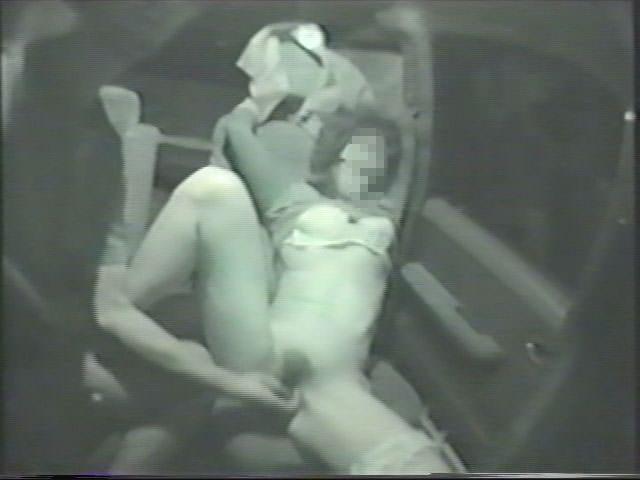 深夜の揺れる車を覗いたらガチカーセックス発見www赤外線カメラで隠し撮りwww 21405