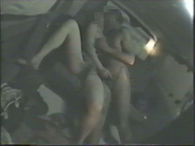 深夜の揺れる車を覗いたらガチカーセックス発見www赤外線カメラで隠し撮りwww 21416