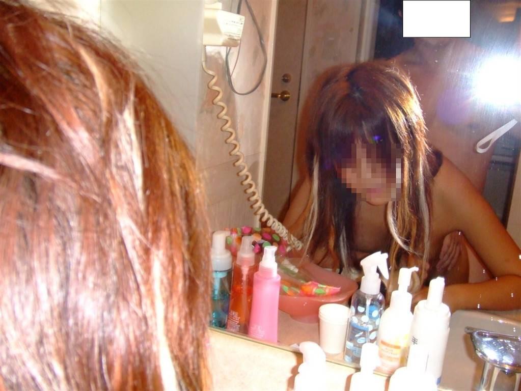 鏡越しに自分たちのセックスを確かめながら愛を育む素人ハメ撮り画像!!! 21550