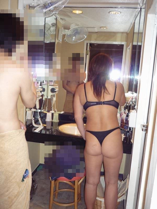 鏡越しに自分たちのセックスを確かめながら愛を育む素人ハメ撮り画像!!! 21565