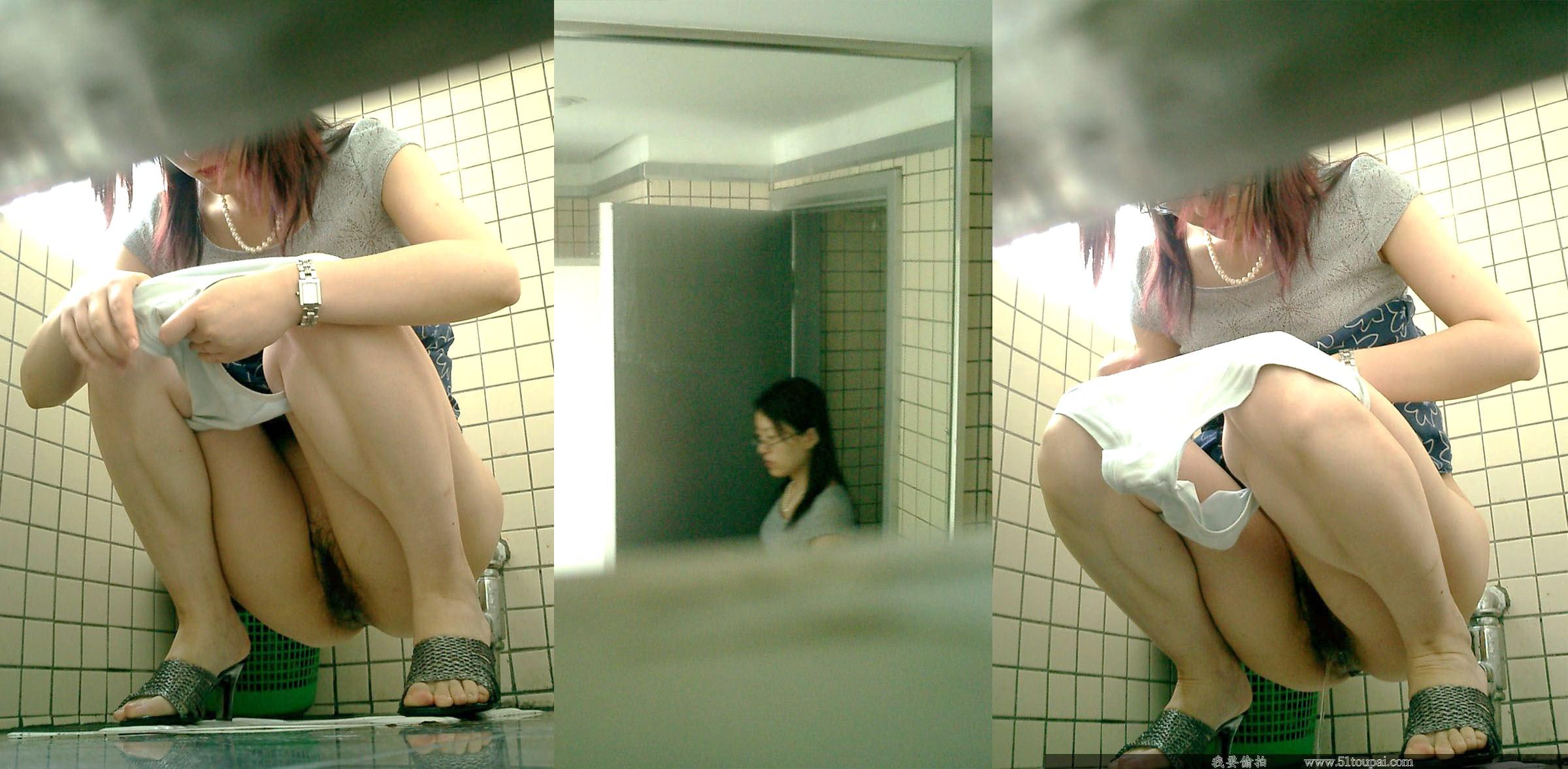 生々しすぎるガチ素人の放尿シーン!!女子トイレ盗撮画像!! 21598