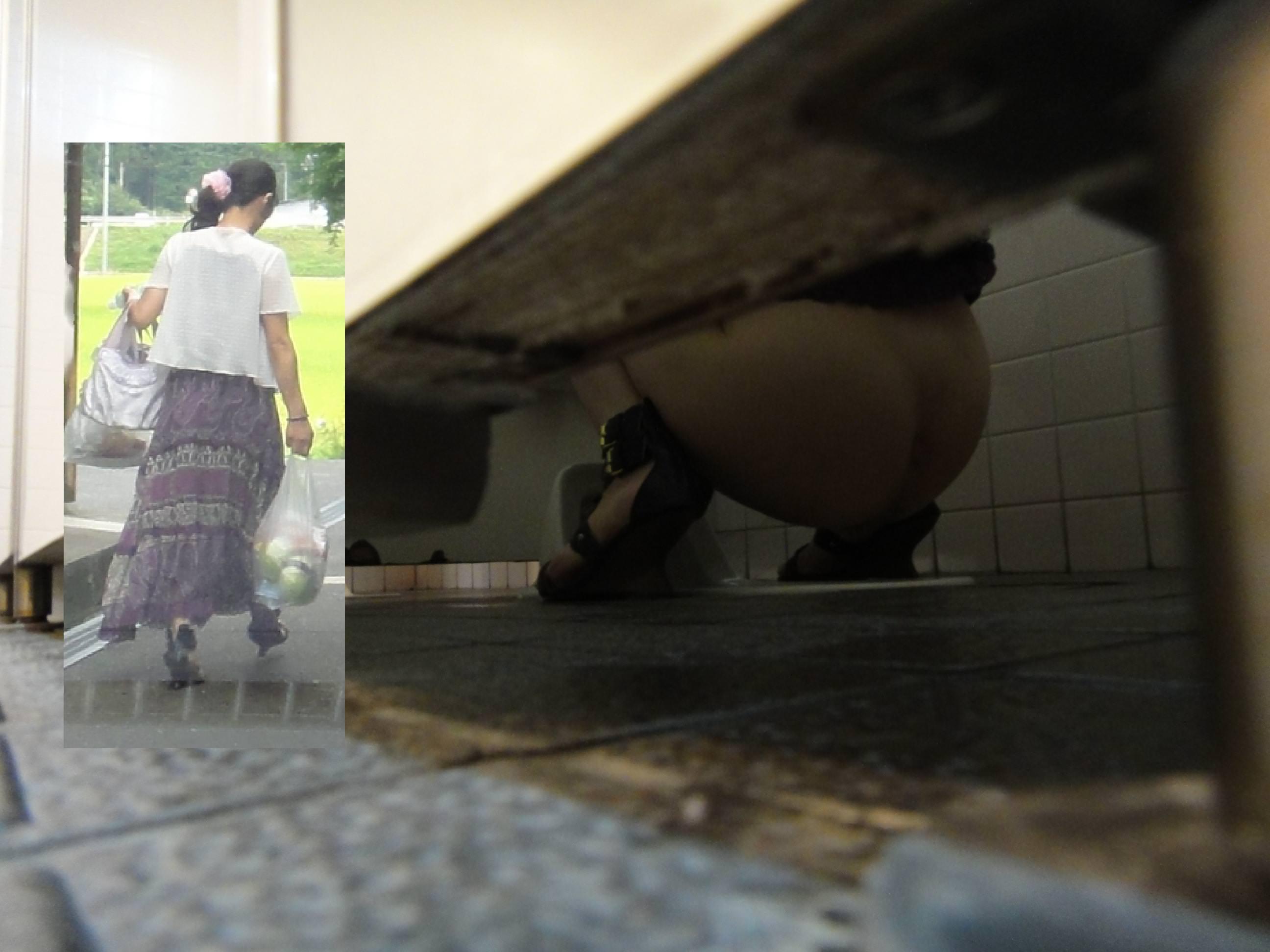 生々しすぎるガチ素人の放尿シーン!!女子トイレ盗撮画像!! 21603